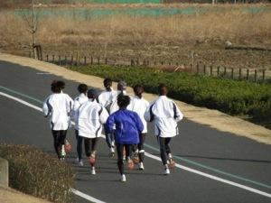 マラソン人が走りすぎる