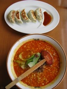坦々麺と餃子