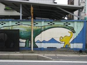 壁際の恐竜