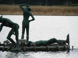手賀沼の倒れた河童像